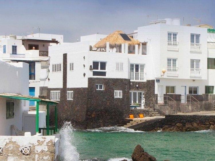 Lanzarote villas, apartments and holiday homes