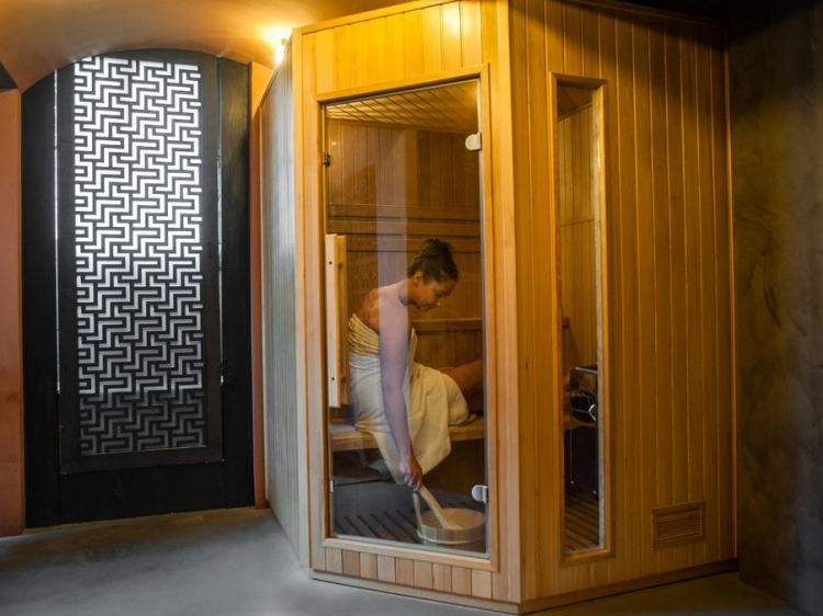 sauna a la maison gallery of sauna pour personnes dans le. Black Bedroom Furniture Sets. Home Design Ideas