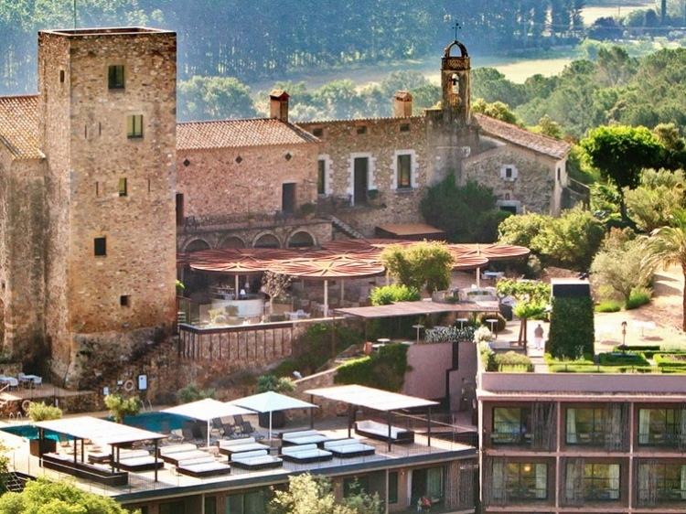 Castell d'Empordà Pool overview