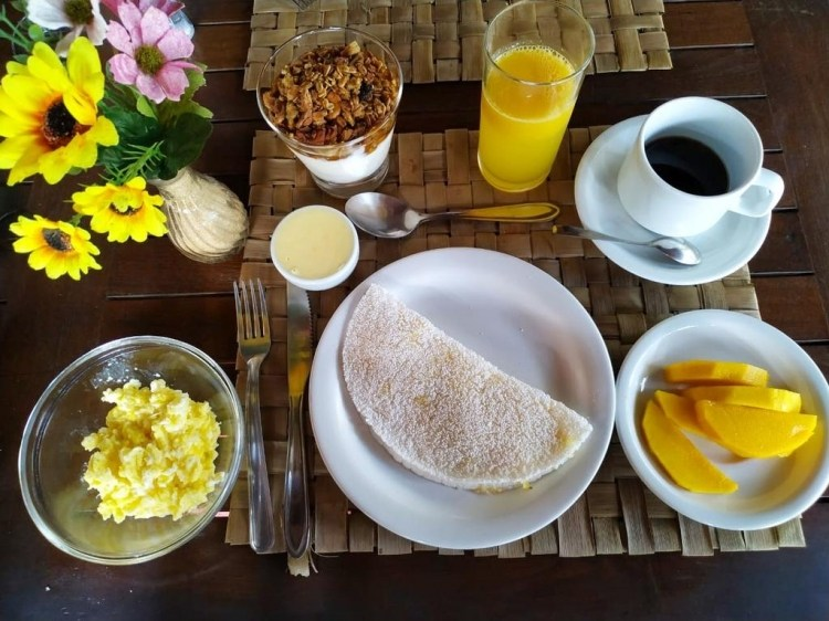 Stay at Pousada la villa caraíva bahia breakfast fresh fruit delicious healthy