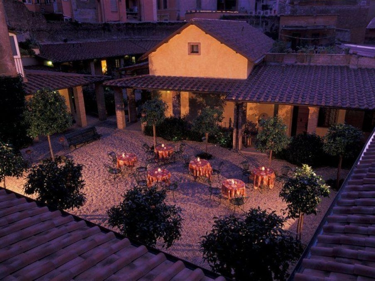 Hotel santa maria for Maria s garden center