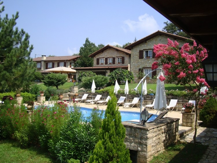 Hotel outdoor Pool & Garden