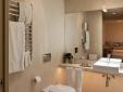 Green Apartment: bathroom