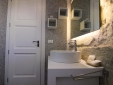PIETRAVIVA's bathroom