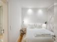 Architectural Bica Apartment clean bathroom