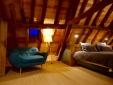The suite l'Atelier : a loft under the house framework