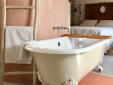 cast iron bathtube - Magnolia house