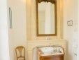 Agathe bathroom