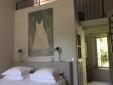 L'Aube Safran Vauclus hotel small