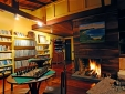 Library and fireplace at the reception of Pousada Caminho do Rei