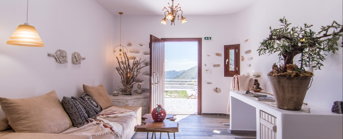 ELaiolithos Luxury Retreat