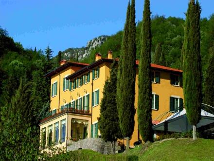 Secretplaces villa sostaga navazzo gargnano gardasee for Boutique hotel gargano