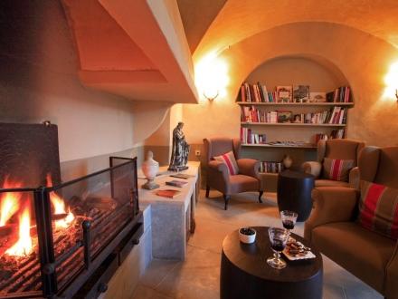 secretplaces couvent d 39 h r pian h r pian h rault languedoc roussillon france. Black Bedroom Furniture Sets. Home Design Ideas