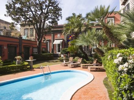 Secretplaces costantinopoli 104 naples naples italy for Design hotel naples italy
