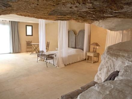 secretplaces le clos saint saourde beaumes de venise vaucluse french riviera provence france. Black Bedroom Furniture Sets. Home Design Ideas